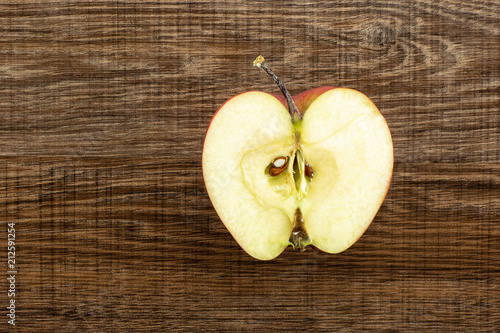 Photo  Red delicious apple one section half flatlay on brown wood background