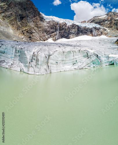 Fotobehang Gletsjers Alta Valmalenco (IT) - Vista aerea del ghiacciaio di Fellaria - luglio 2018
