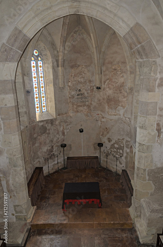 Foto op Aluminium Oude gebouw HUNEDOARA, ROMANIA - AUGUST 5, 2017: Details from the interior room of the Corvins Castle, stained glass