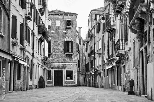 Fototapeta premium Ulica w Wenecji