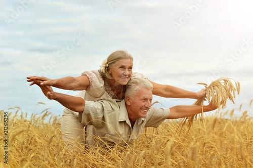 Fotografia  Senior couple resting at  summer field