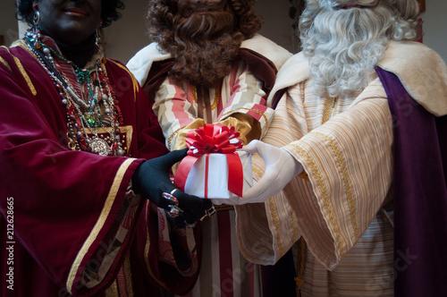 Regalos de navidad con los reyes magos Canvas Print