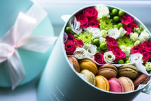 Gift Flower Box With Fresh Flo...