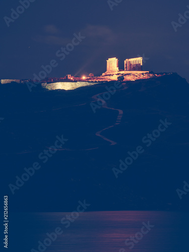 Poster Historisch geb. Greek temple of Poseidon at night, Cape Sounio