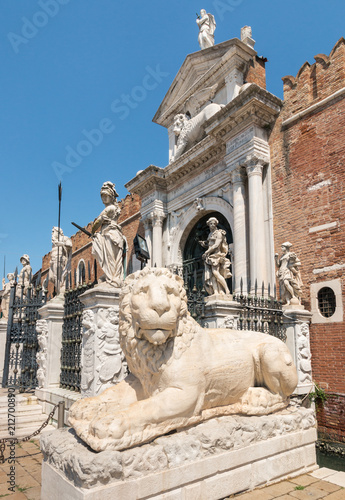 Foto op Plexiglas Historisch mon. ancient Greek lion statue at the Venetian Arsenal, Venice, Italy
