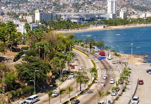 Fotografija  Traffic in Av Costera Miguel Aleman at Acapulco in Mexico