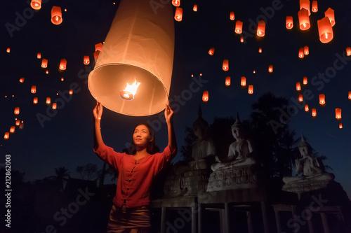Fotografie, Obraz  Women release Khom Loi, the sky lanterns during Yi Peng or Loi Krathong festival in Chiang Mai, Thailand