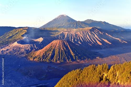 Foto op Plexiglas Indonesië Sunrise on Mt. Bromo and the Tengger Semeru caldera from Mount Penanjakan