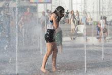 Girl Bathe In The Fountain In ...