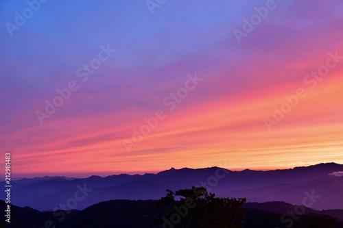 Papiers peints Corail 夕焼けに染まる大台ケ原の山並み