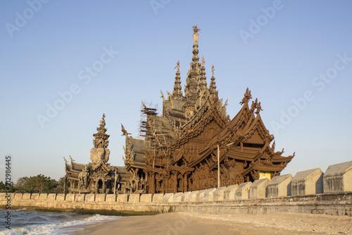 Foto op Plexiglas Bedehuis Temple of Thailand, Sanctuary of Truth, (Prasat Sut Ja-Tum)