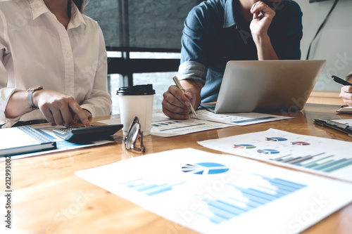 Papel de parede Business People Analyzing Statistics Business Documents, Financial Concept