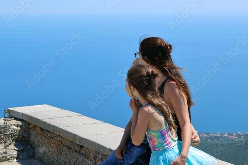Fototapety, obrazy: girl and children enjoy the scenery
