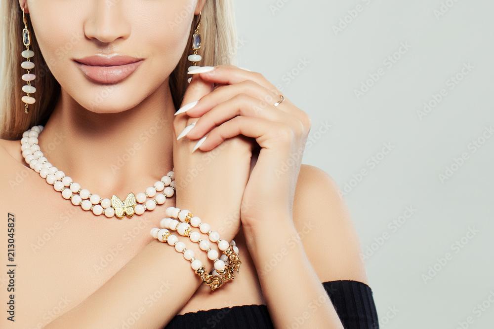 Fototapeta Fashioable jewelry on female body. Necklace, Bracelet and Earrings