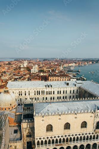 Plakat Linia horyzontu Wenecja od dzwonnicy w San Marco kwadracie. Włochy.