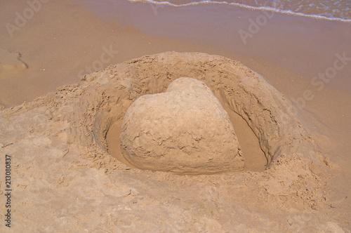 Serce z piasku na plaży. Canvas Print