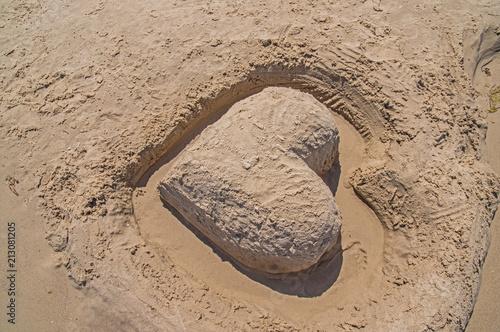 Photo Serce z piasku na plaży.