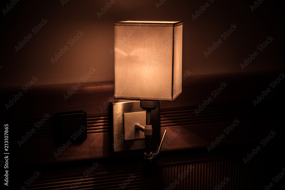 Fototapeta nocna lampka na ścianie