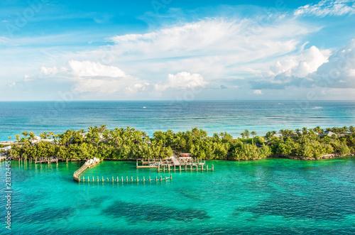 Foto op Aluminium Centraal-Amerika Landen Turquoise sea water cloudy blue sky Nature landscape Caribbean sea