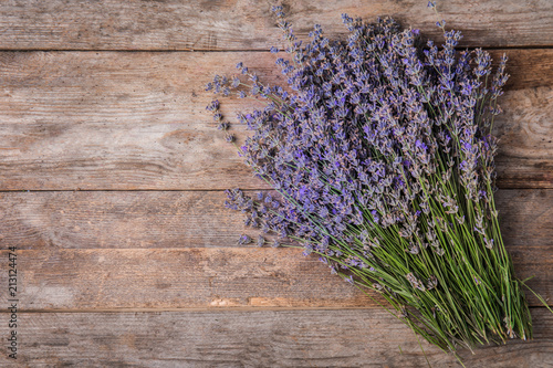 Photo  Lavender flowers on wooden background, top view