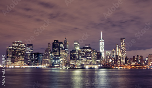In de dag New York City Manhattan skyline by night, New York City