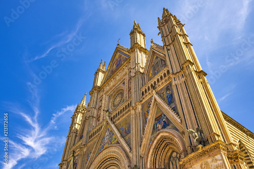 Cuadros en Lienzo  Orvieto, Italy - Duomo di Orvieto cathedral at Piazza Duomo square in old time h