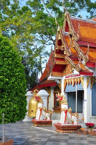 Spoed Foto op Canvas Bedehuis Thai Buddhist temple guardians.
