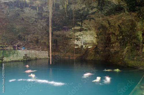 Fotomural Cenote sinkhole in Mexico. Nature, underwater