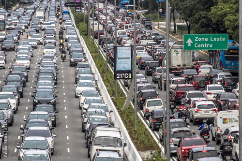 Fototapety, obrazy: Sao Paulo, Brazil, December 08, 2017. Heavy traffic in the North South Corridor, at the 23 de Maio Avenue, south zone of Sao Paulo. This avenue connects the northern and southern areas of the city.