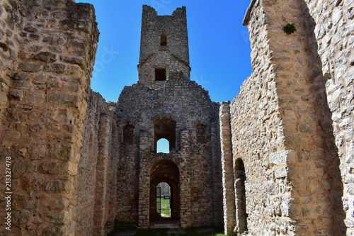 In de dag Cyprus East side interior of the ruins of early pre-romanesque Church of Holy Salvation near small town Vrlika in Cetina village.