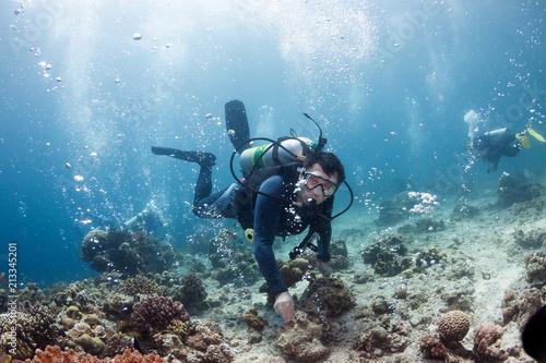 Staande foto Dolfijnen Underwater ocean scene with gas bubbles and divers.