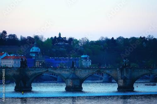 Photo  prague bridges river / panoramic tourist view czech republic capital