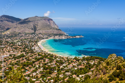 In de dag Palermo Panoramic view of the seaside resort town of Mondello in Palermo, Sicily. White beach and turquoise crystal clear sea. HD View of the gulf from the top of Monte Pellegrino.