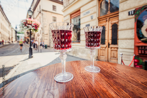Fotografija  Two wineglasses with cherry wine