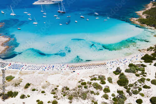 Fényképezés  Aerial view of an emerald and transparent mediterranean sea with a white beach and some yachts