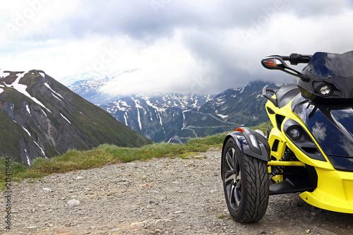Tuinposter Motorsport Motorsport im Gebirge