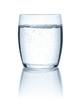 canvas print picture - Freigestelltes Glas mit Wasser