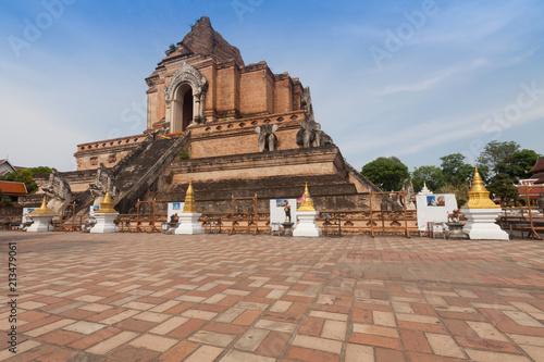 Foto op Aluminium Oude gebouw Wat Chedi Luang Temple at Chiang mai, Thailand