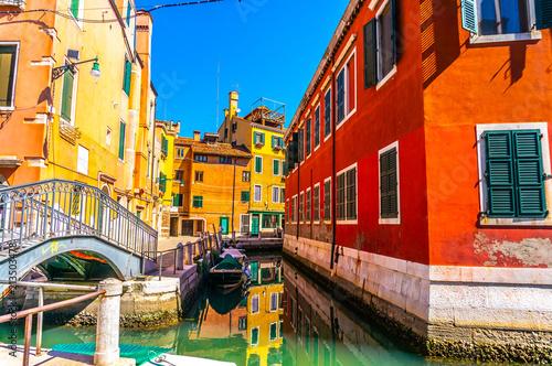 Plakat Kolorowe Weneckie Domy w Wenecji, Włochy