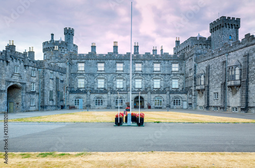 Foto op Plexiglas Oude gebouw Front view of the Castle and fortifications of Kilkenny