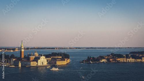 Plakat Wyspy San Giorgio Maggiore i Giudecca o zmierzchu w Wenecji, Włochy