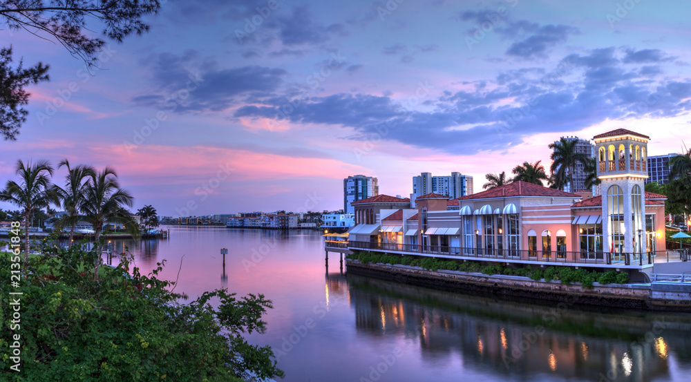 Fototapety, obrazy: Pink Sunset over the colorful shops