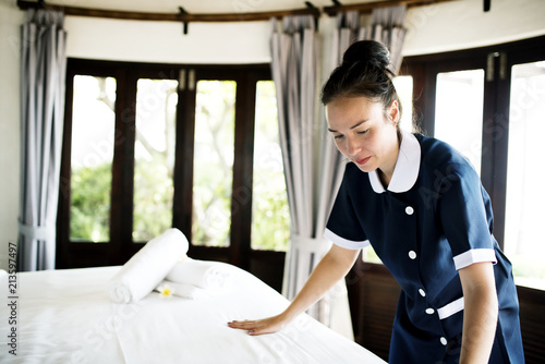Cuadros en Lienzo Housekeeper cleaning a hotel room
