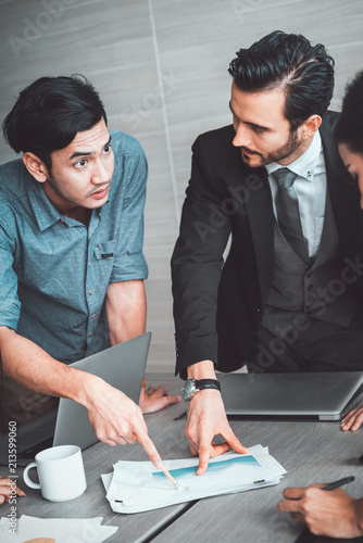 Fotografía  manager discussing work with his colleagues at meeting, business teamwork and partnership concept