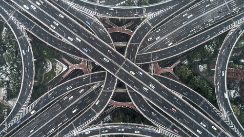 Montage in der Fensternische Shanghai Aerial view of highway and overpass in city on a snowy day