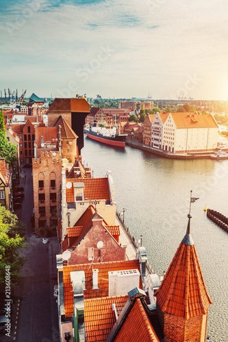 Foto op Aluminium Centraal Europa Antique building and river Motlawa in Gdansk