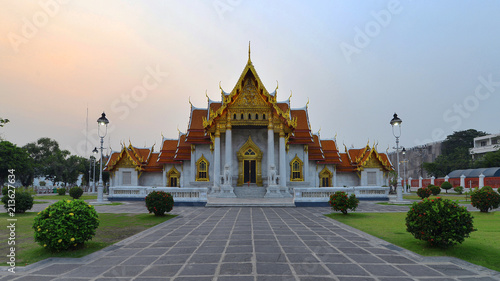 Tuinposter Bedehuis The Marble Temple, Wat Benchamabopit Dusitvanaram in Bangkok, Thailand