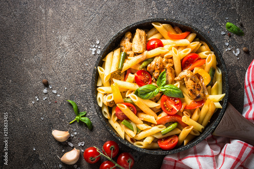 Pasta penne with chiken and vegetables. Fototapet