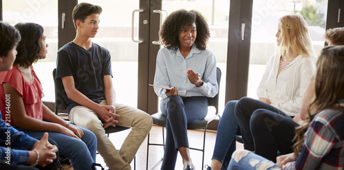 Canvas Print Female Tutor Leading Discussion Group Amongst High School Pupils