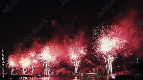 Foto op Aluminium New York City July 4th fireworks over East River in New York City, USA.